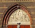Hilversum St VItuskerk timpaan 01.JPG