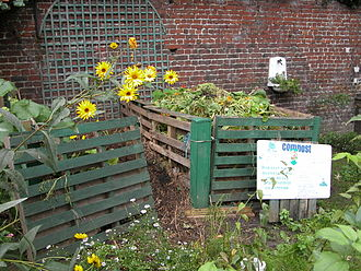 Nutrient cycle - Image: Home Composting Roubaix Fr 59