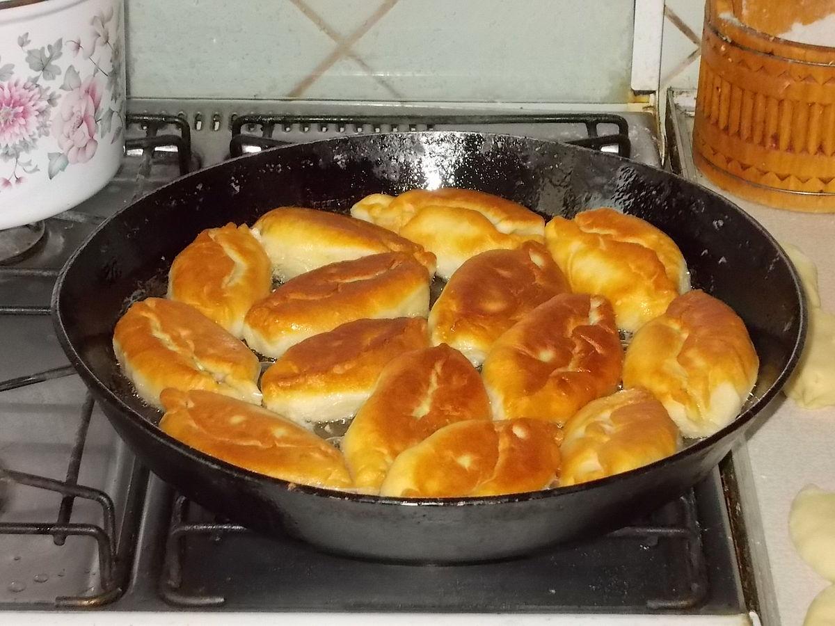 Приготовить курицу в духовке целиком с гарниром
