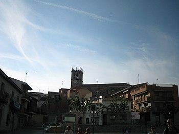 Vista de Robledo, con la Iglesia de la Asunción al fondo.