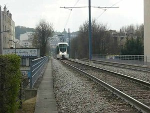 File:Ile-de-France - Tramway - T2 - Citadis.ogv