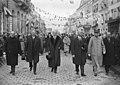 Inauguration du monument Deschanel, (de gauche à droite) Raoul Péret, (Louis) Barthou, (Paul) Roussard, général Lasson - (photographie de presse) - (Agence Rol).jpg