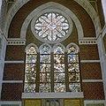 Interieur transept, gebrandschilderde glas in loodramen - Dongen - 20336993 - RCE.jpg