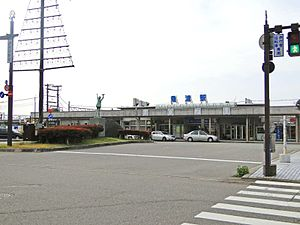 Uozu Station - Uozu Station in November 2010