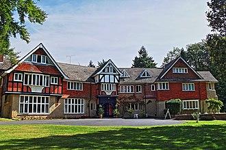 Jamia Ahmadiyya - Jamia Ahmadiyya UK – Side Entrance