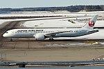 Japan Airlines, JA864J, Boeing 787-9 Dreamliner (41120949392).jpg