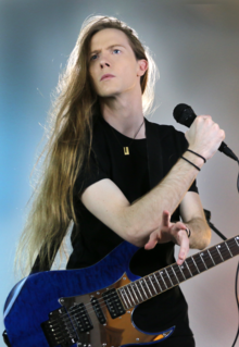 Jered Threatin on tour 2015.png