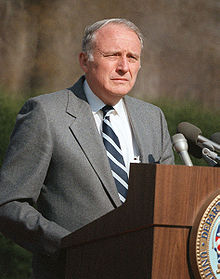 https://upload.wikimedia.org/wikipedia/commons/thumb/b/b3/John_Otho_Marsh_speaking_at_Arlington_Cemetery%2C_March_1985.jpg/220px-John_Otho_Marsh_speaking_at_Arlington_Cemetery%2C_March_1985.jpg