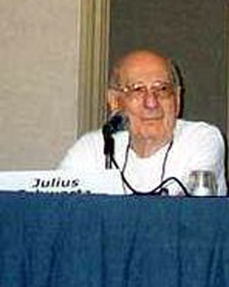 Julius Schwartz - Julius Schwartz, editor for DC Comics at the San Diego Comic-Con International in 2002