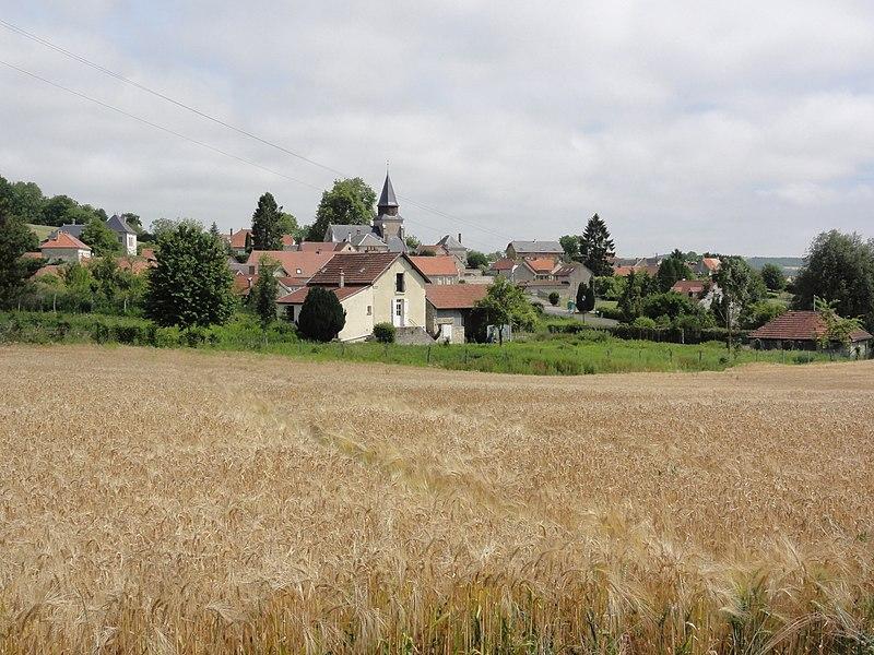 Jumigny (Aisne) paysage avec vue sur le village
