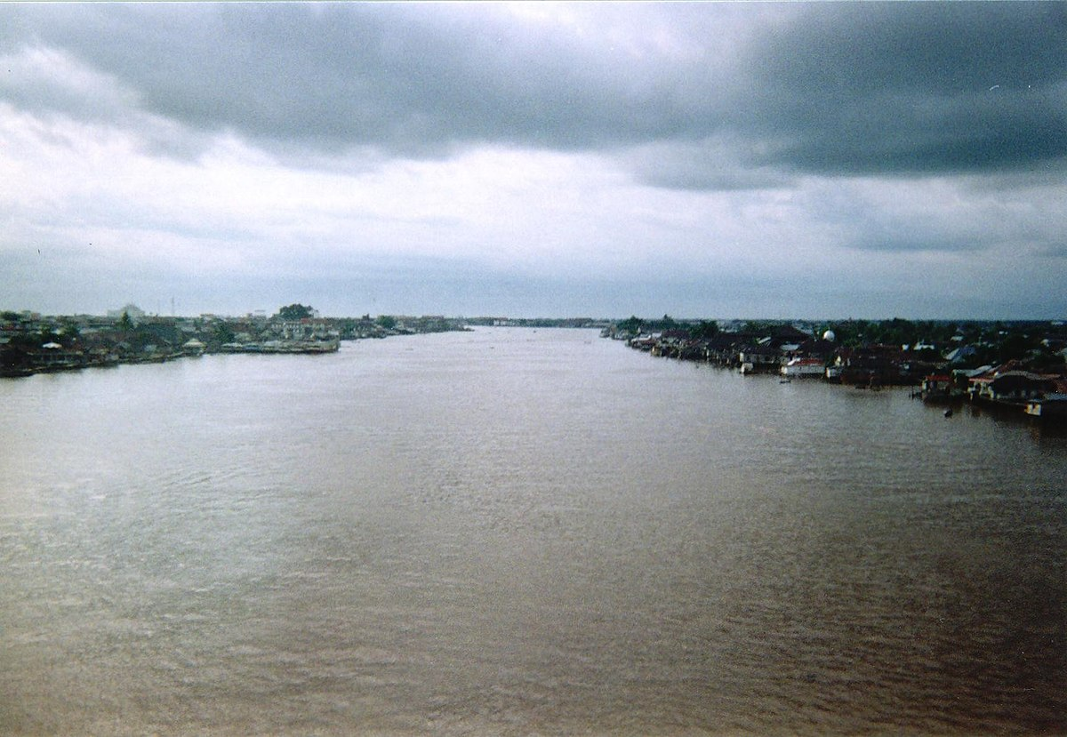 River: Kapuas River