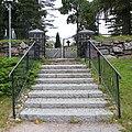 Karjalohjan hautausmaa, portti.jpg