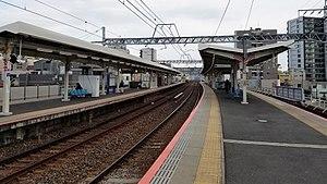 Senjuōhashi Station - Image: Keisei railway KS05 Senju ohashi station platform 20170324 140432
