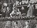 Koninklijk huis, prinsessen, koninginnen, prinsen, publiek, tribunes, stadions, , Bestanddeelnr 019-0403.jpg