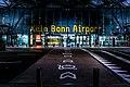 Konrad-Adenauer-Flughafen In Köln, Eingangsbereich.jpg