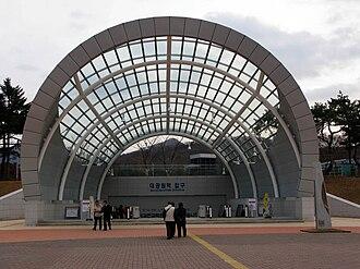 Seoul Grand Park station - Image: Korail Gwacheon Line Seoul Grand Park Station