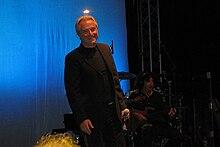Minghi in un concerto nell'estate 2009
