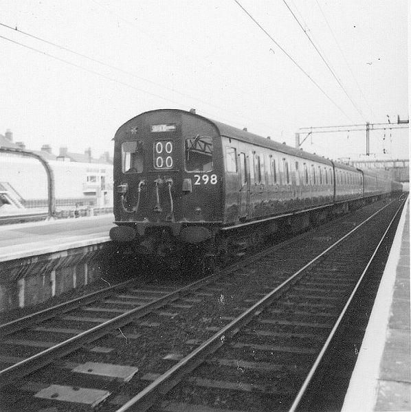 File:LTS unit (class 302) 298 1964 Barking.jpg