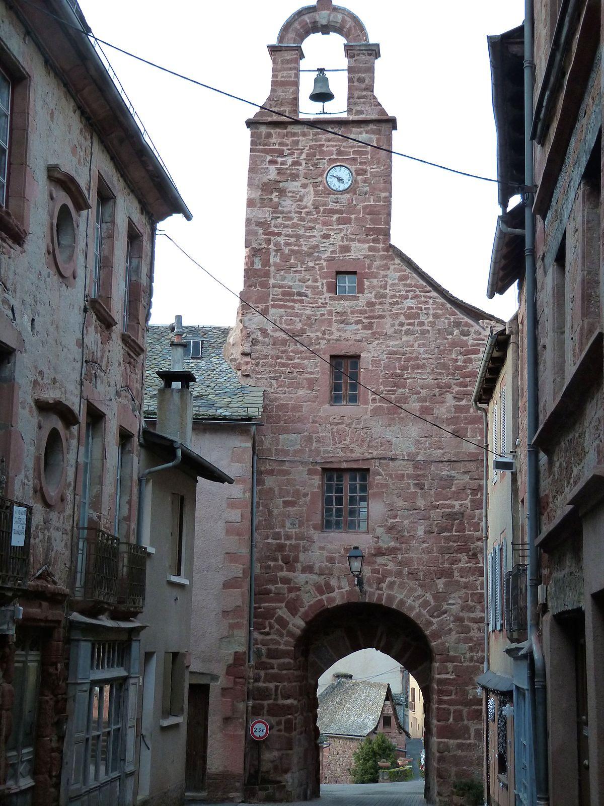 Porte de ville villecomtal wikip dia for La porte and associates