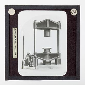 Tea processing - Image: Lantern Slide Tangyes Ltd, Tea Press, circa 1910