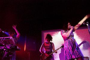 Le Tigre - Le Tigre performing in 2004