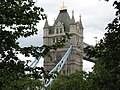 London, Sicht vom London Tower auf die Tower Bridge - panoramio.jpg