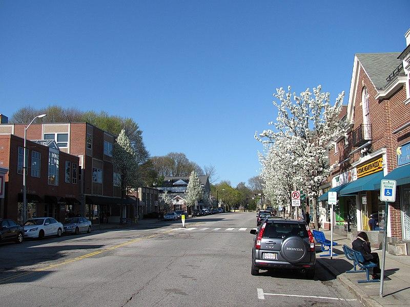 File:Looking north on Leonard Street, Belmont Center MA.jpg