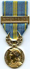 MEDAILLE COMMEMORATIVE DES OPERATIONS DU MOYEN - ORIENT 1956 AVERS.jpg