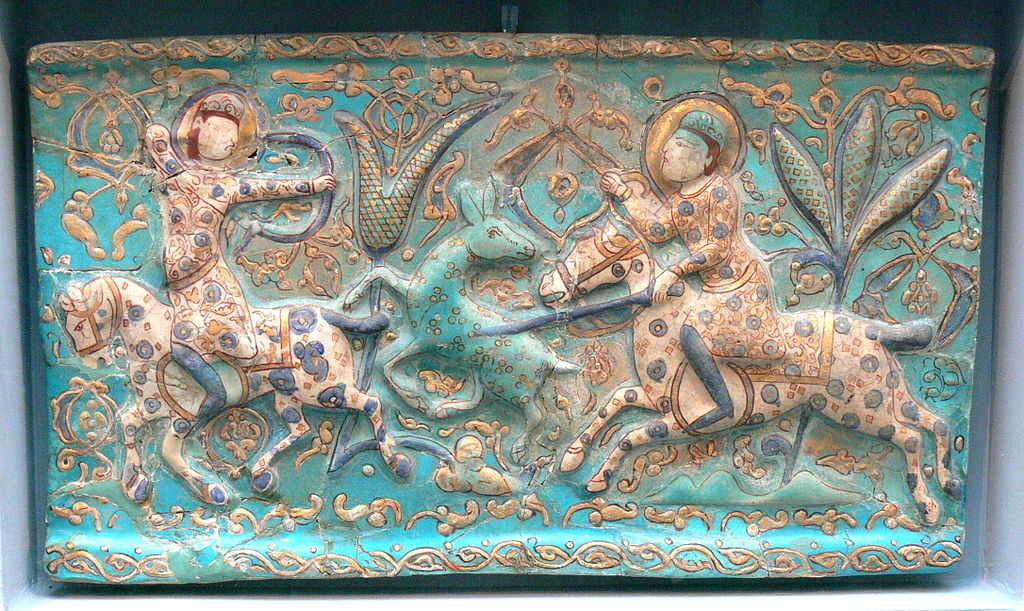 Art islamique : Faïence représentant une scène de chasse (13e siècle) au musée d'antiquités de Berlin (Pergamonmuseum).