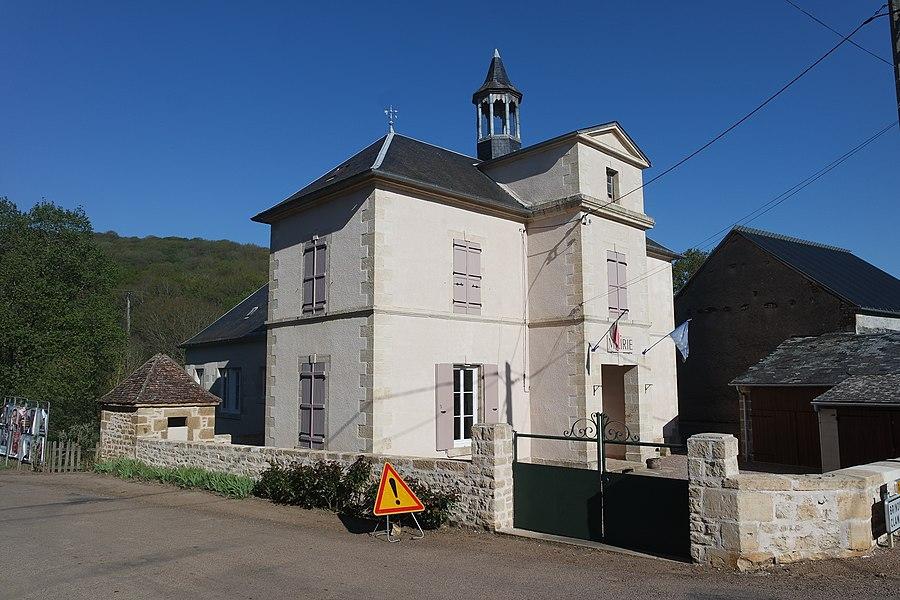 La mairie de Neuilly. 7, route du tacot. Département de la Nièvre. France.