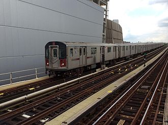 4 (New York City Subway service) - Manhattan-bound 4 train of R142s entering 161st Street–Yankee Stadium