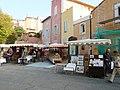 Marché du jeudi à Roussillon.jpg