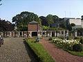 Marchienne-au-Pont - Château Bilquin-de Cartier - 26 - Mur sud de la cour d'honneur et entrée du métro.jpg