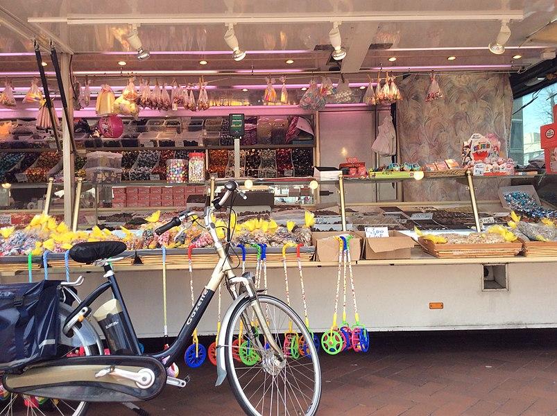 Een marktkraam bij de Lommelse markt.