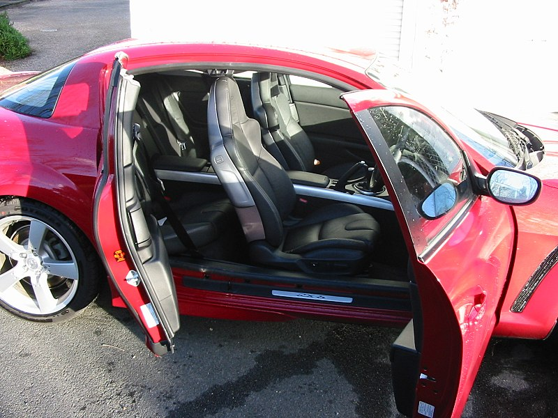 Así funciona la tercera puerta de la nueva Fiat Strada 2014 800px-Mazda_rx-8_side_both_doors_open