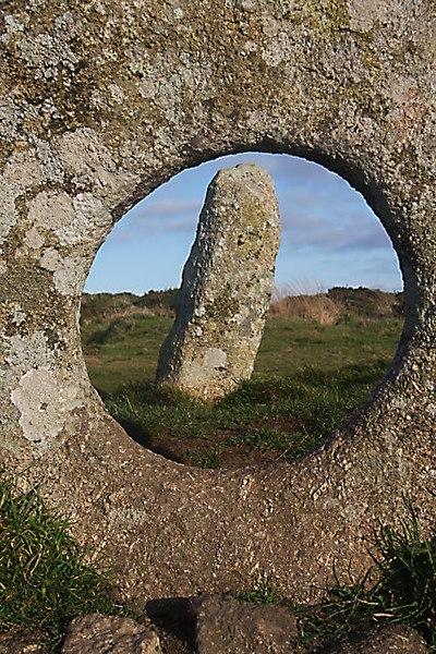 File:Men-an-Tol - geograph.org.uk - 1109168.jpg