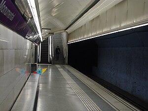 Monumental (Barcelona Metro) - Station platform
