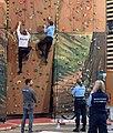 Mondial des Métiers 2020 - policiers faisant de l'escalade sur mur.jpg