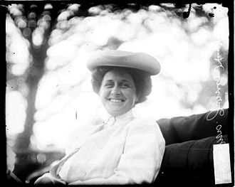 Jarvis Hunt - Mrs. Jarvis Hunt at a Chicago horse show, 1908