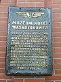 Muzeum Kolei Wąskotorowej w Wenecji - tablica pamiątkowa.jpg
