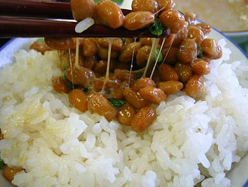English: Natto on rice.
