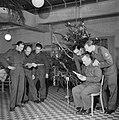 Nederlandse militairen zingen kerstliederen, Bestanddeelnr 255-9418.jpg