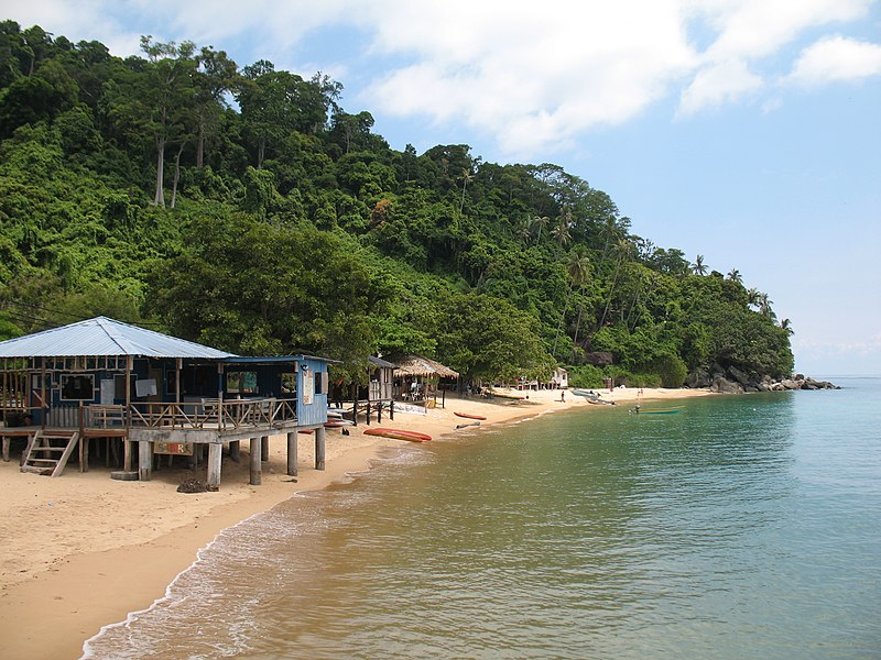 Nice beach Tioman - panoramio.jpg