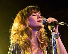 Description de l'image Nicole Atkins - SXSW - Austin, TX - 2010.jpg.