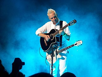 Tom Dumont - Tom Dumont on tour with No Doubt in 2003