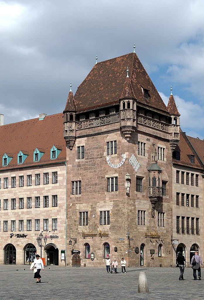 697px-Nuernberg_Nassauer_Haus_UP.jpg