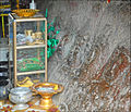 Offrandes au Bouddha couché (Phnom Kulen) (6825005067).jpg