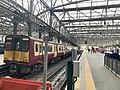 On platform in Glasgow Central railway station 02.jpg