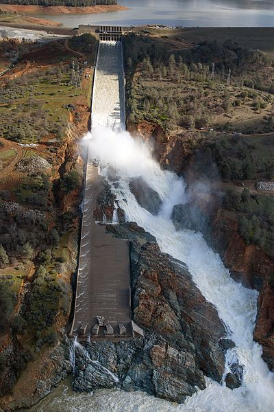 File:Oroville Dam spillway damage February 27 2017.jpg
