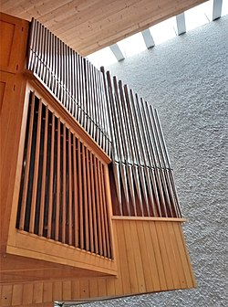 Ottobrunn, Kath. St. Albertus Magnus (Strohmer-Orgel) (8).jpg